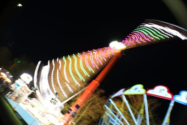 Řipská pouť - adrenalinová atrakce točící v noci