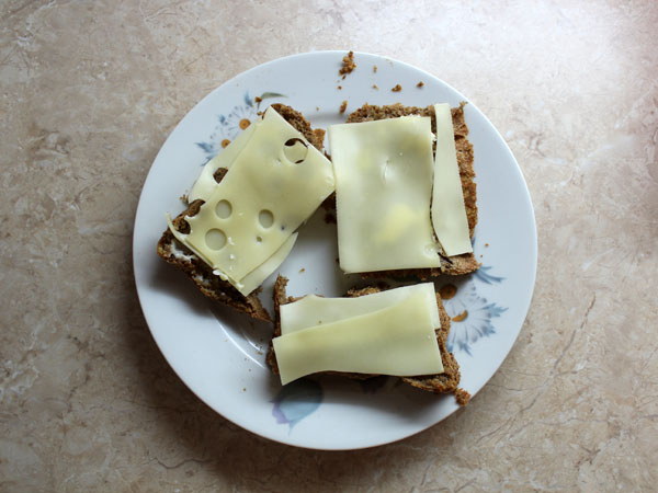 Domácí chleba se sýrem