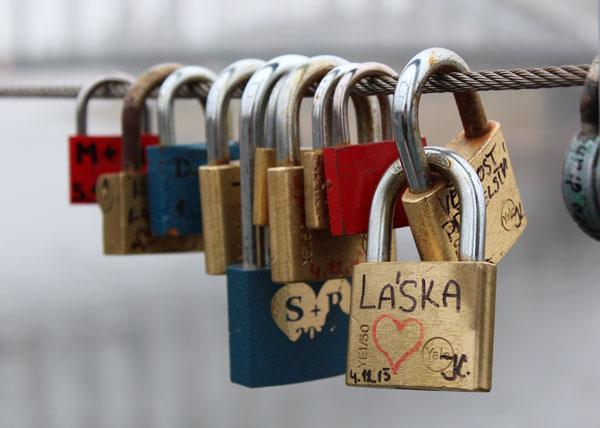 Zámky lásky na mostě