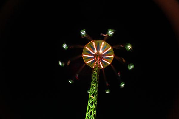 Řipská pouť - řetízkový kolotoč v noci
